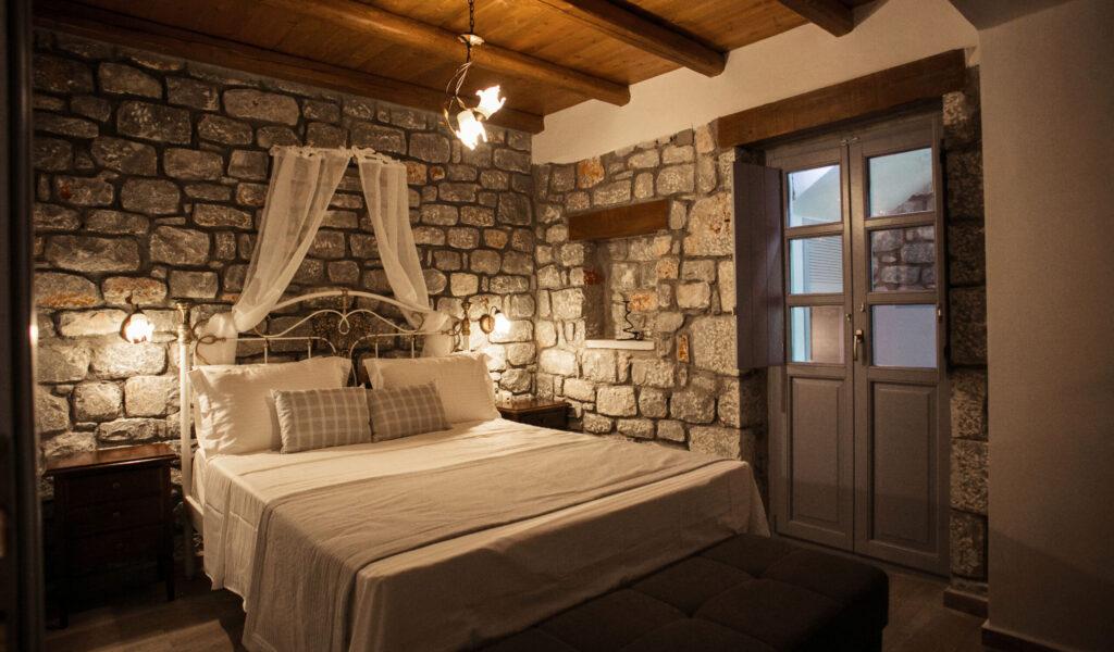 enplo_84_bedroom