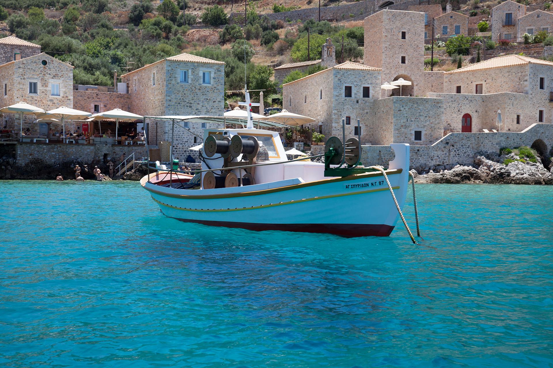 boat-oitylo-bay